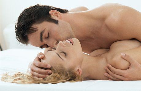Mỗi ngày 1 tư thế quan hệ vợ chồng - Tư thế úp thìa, tư thế qhtd, quan hệ vợ chồng, quan hệ tình dục, chuyện ấy, cách làm tình