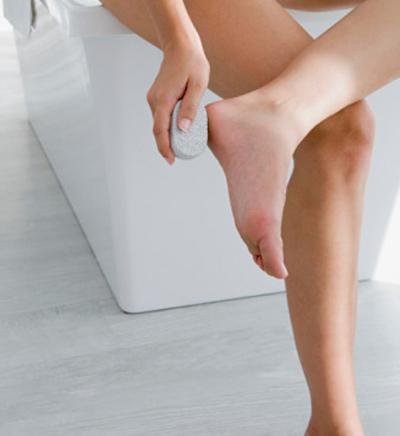 Nứt gót chân, trị cách gì?