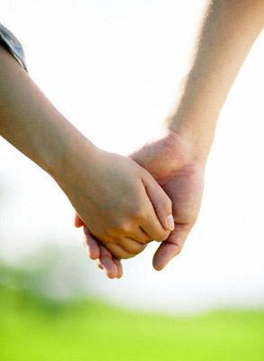 nắm tay bạn đời