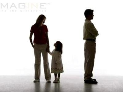 Bố mẹ cần sửa chữa những tổn thương đã gây ra cho trẻ sau khi ly hôn.